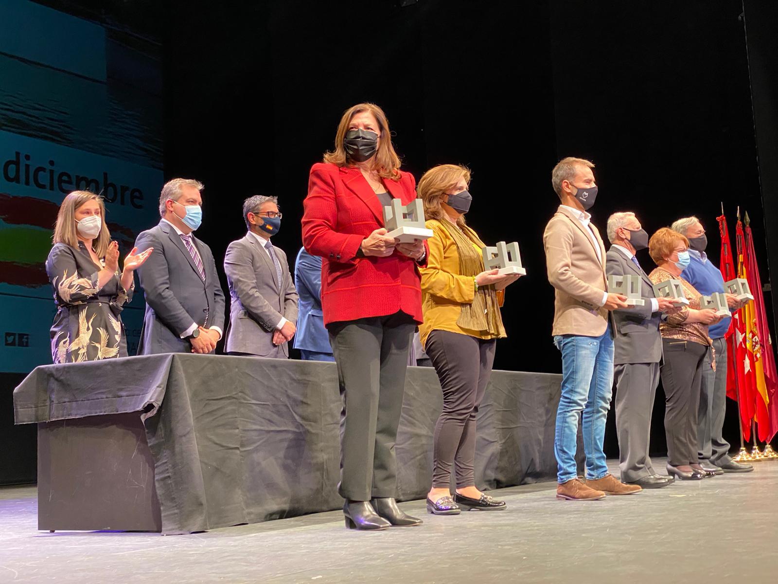 El Ayuntamiento homenajea a la Hermandad por su labor